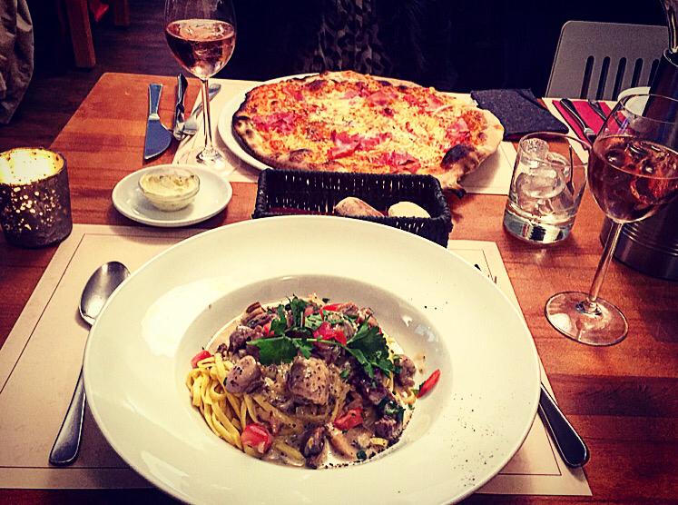 Zwei Blondies, Pizza, Pasta und Rosé - der perfekte Abschluss eines wundervollen Sonntags